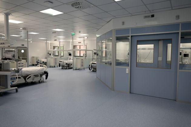 Στα όρια του το νοσοκομείο στη Λάρισα – Φτιάχνουν αυτοσχέδιες