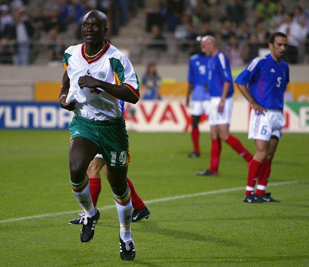 Papa Bouba Diop, ici célébrant son but lors de France-Sénégal en Coupe du...