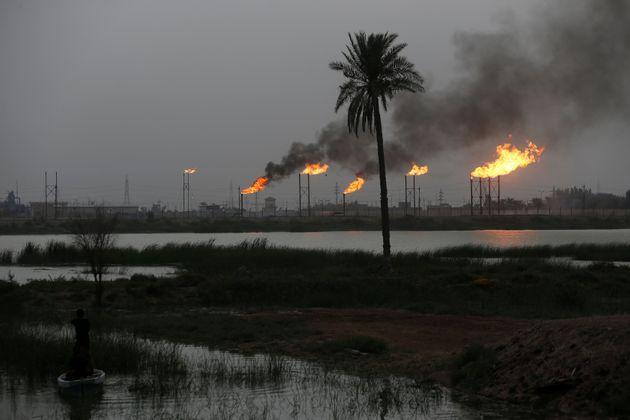 Το Ισλαμικό Κράτος ανέλαβε την ευθύνη για την επίθεση με ρουκέτες σε διυλιστήριο πετρελαίου στο