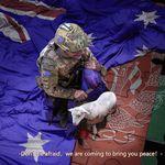 La Cina pubblica foto (ritoccata) di militare australiano che sgozza un afghano. Bufera
