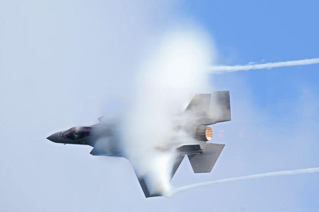 FORT LAUDERDALE, FL - NOVEMBER 22: F-35 Lightning II performs in the Fort Lauderdale Air Show on November 22, 2020 in Fort Lauderdale, Florida People: F-35 Lightning II . Credit: hoo-me.com/MediaPunch /IPX