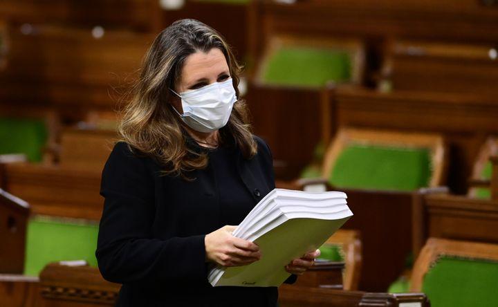 La ministre des Finances Chrystia Freeland présente la mise à jour économique de 2020 à la Chambre des communes, le 30 novembre 2020.