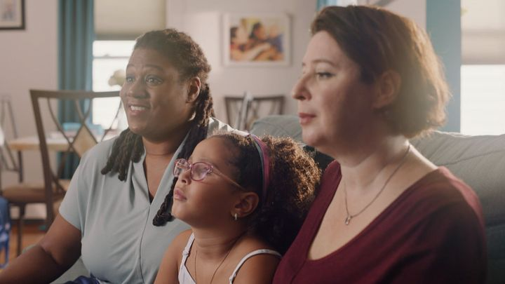 <strong>Parents Joyia and Mariana discuss hair care with their daughter Eliza.</strong><br>(Photograph: Courtesy of Pantene)