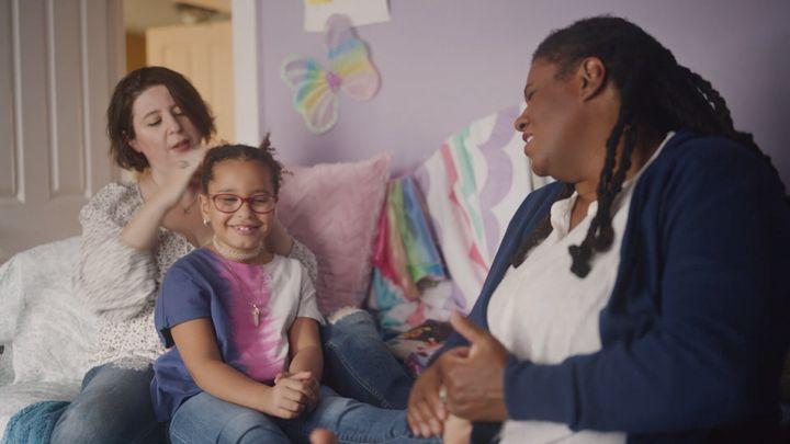 <strong>Mariana, Eliza and Joyia share a family bonding moment while Mariana styles Eliza's hair.</strong><br>(Photograph: Courtesy of Pantene)