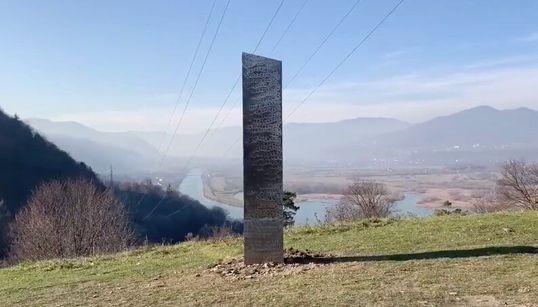 謎のモノリス、今度はルーマニアで発見される。ユタ州とそっくり、表面には無数の円
