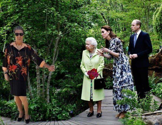Έργο - φωτοκολάζ του Άγγελου Παπαδημητρίου: «Μεγαλειοτάτη αυτή είναι η κυρα Μαρία, που αποφάσισαν να...