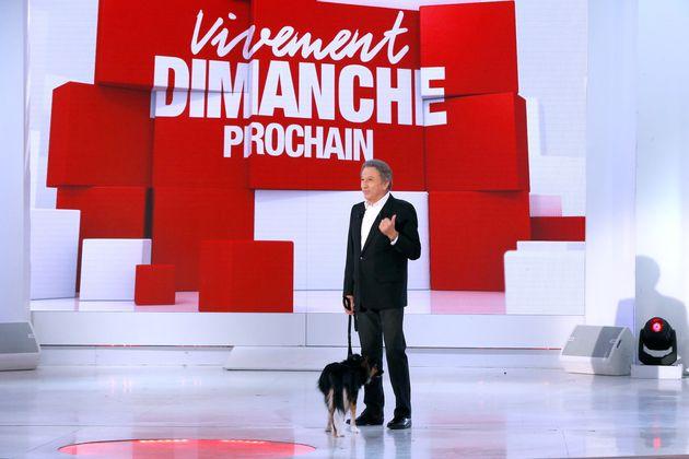Michel Drucker, ici sur le plateau de Vivement Dimanche en 2016, espère revenir à l'écran...
