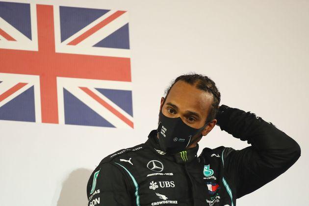 Lewis Hamilton sur le podium du Grand Prix de Bahreïn, le 29 novembre