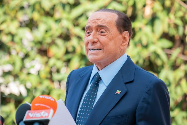 L'eterno Berlusconi: prende l'emendamento e