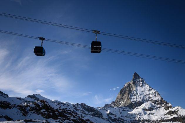 Image de la station de ski de Zermatt dans les Alpes suisses le 28 novembre