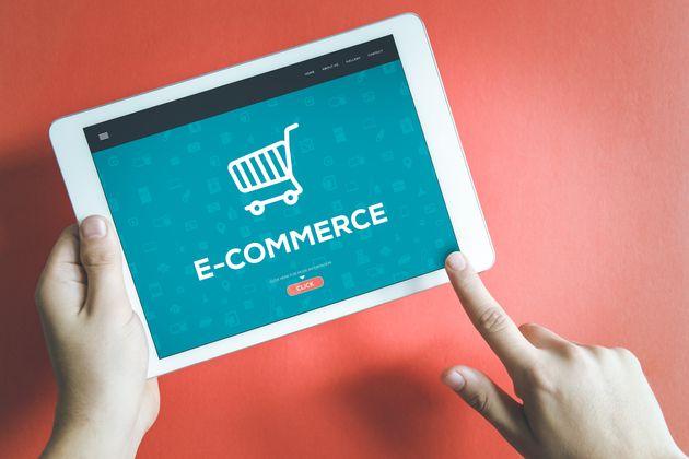 Πάνω το e-commerce, κάτω οι