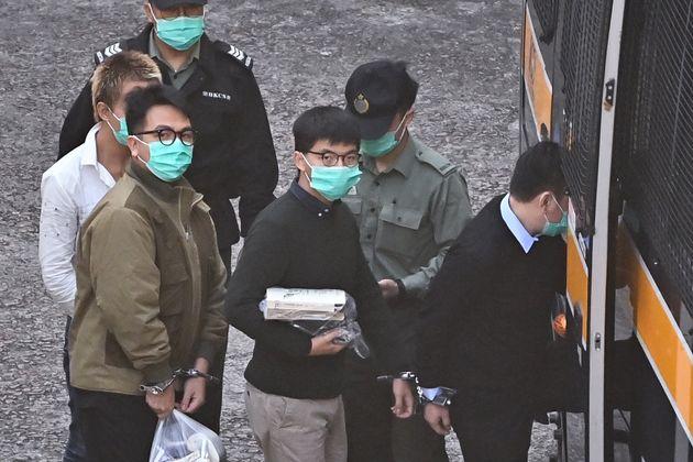 Hong Kong, Joshua Wong condannato a 13,5 mesi di
