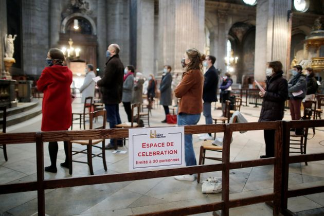 Depuis le déconfinement, samedi 28 novembre, les édifices religieux peuvent accueillir...
