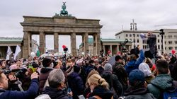 Berlino, i negazionisti annunciano un corteo per Capodanno di oltre 20mila