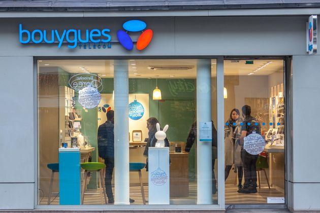 Une boutique Bouygues Télécom rue de Rivoli à Pais (photo
