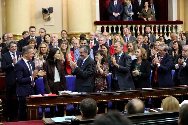 La bancada del PSOE aplaude a Pilar Llop al ser elegida presidenta del Senado durante la sesión...