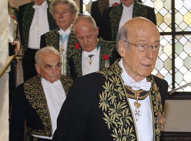 L'ancien président Valéry Giscard d'Estaing dans sa tenue d'Académicien en mars 2010 (FRANCOIS GUILLOT...