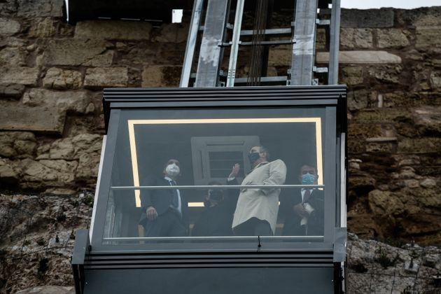 Εγκαινιάστηκε ο νέος ανελκυστήρας ΑμεΑ στην