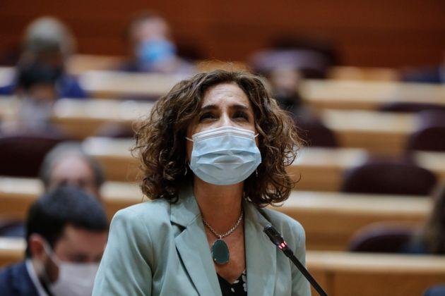 La ministra de Hacienda, María Jesús Montero, en una sesión de control al
