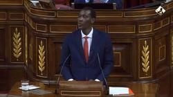 Este diputado del PSOE pone en pie a medio Congreso con su mensaje mirando a los ojos a
