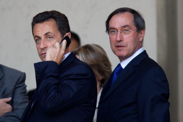 Claude Guéant et Nicolas Sarkozy (à gauche) sont désormais tous les deux mis en...
