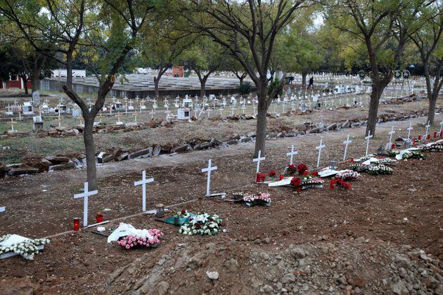 Μακάβριες εικόνες στη Θεσσαλονίκη: Ανοίγουν νέους τάφους για τους νεκρούς του