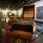 Δύτες ανακάλυψαν μια σπάνια μηχανή κρυπτογράφησης Enigma των