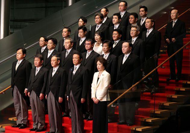 2020年9月に発足した菅政権には女性閣僚は2人