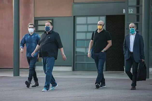 Jordi Cuixat, Oriol Junqueras, Raül Romeva y Jordi Turull salen de la prisión de Lledoners por primera...