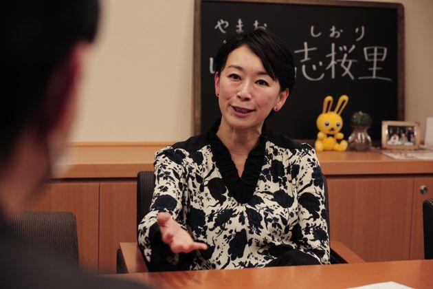 ハフポストの単独インタビューに応じる山尾志桜里議員