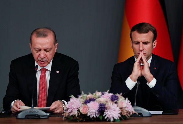Erdogan e Macron durante una conferenza a Istanbul dopo un summit sulla Siria (ottobre