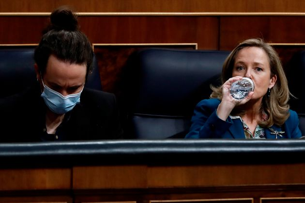 Iglesias y Calviño, duranta el debate de