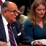 A Giuliani, abogado de Trump, se le escapan dos pedos durante su comparecencia: ojo a la cara de la mujer de al