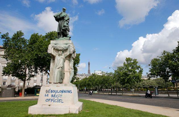 La statue du maréchal Joseph Gallieni abîmée le 18 juin 2020 à Paris (Photo...