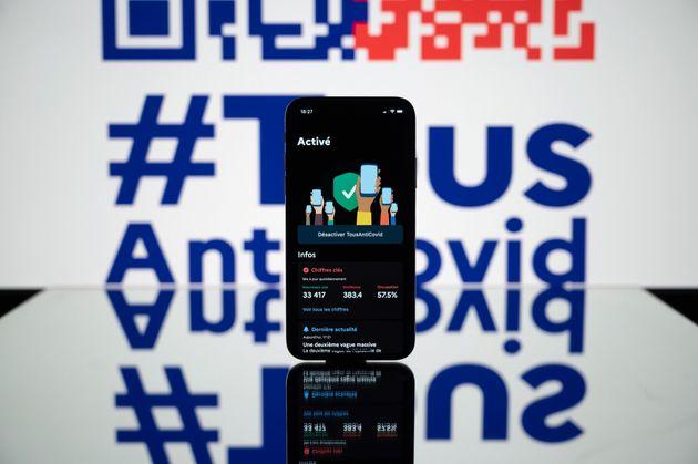 Une photo pris le 28 octobre 2020 et montrant l'application TousAntiCovid sur un smartphone (Photo LIONEL...