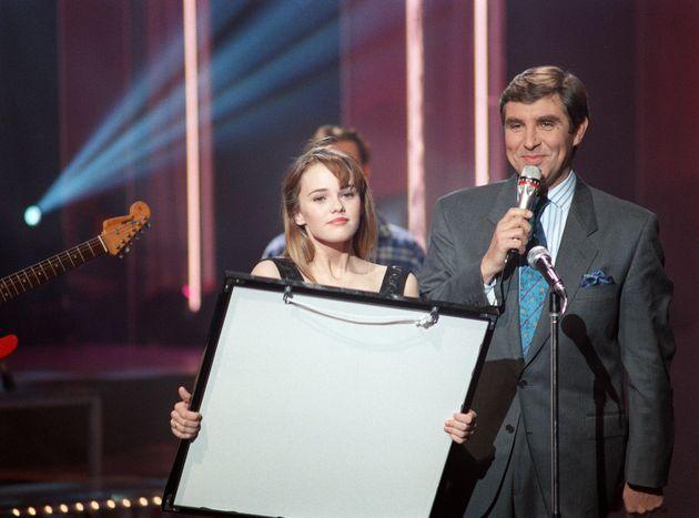Le présentateur de télévision Jean-Pierre Foucault reçoit la chanteuse Vanessa...