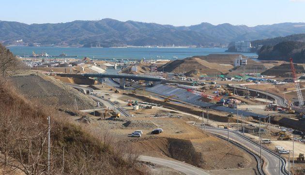 宮城県南三陸町沿岸部でのかさ上げ工事の様子(2014年3月)