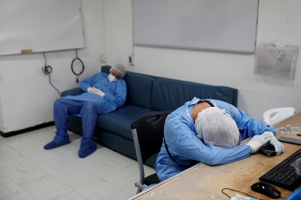 [화보] 코로나19와 사투를 벌이는 전 세계 의료진의