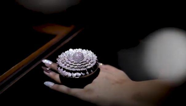 The Marigold: Το δακτυλίδι με τα 12.000 διαμάντια που μπήκε στο βιβλίο