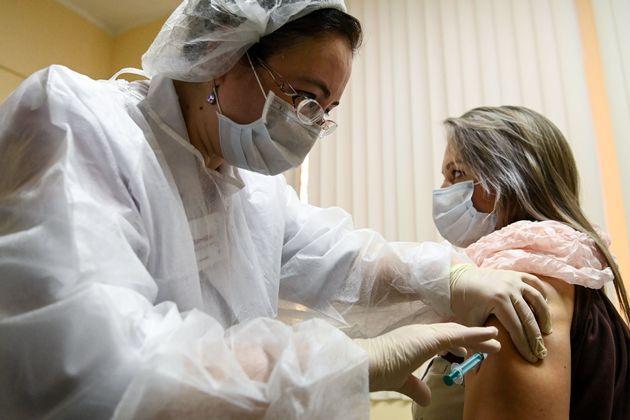 Ρωσία: Ξεκίνησε ο εμβολιασμός του πληθυσμού στη