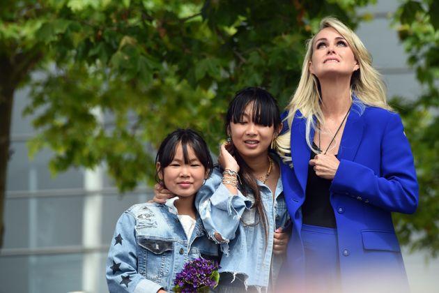 Laeticia Hallyday, et ses filles le 15 juin 2019 lors d'un hommage à Johnny à Toulouse...