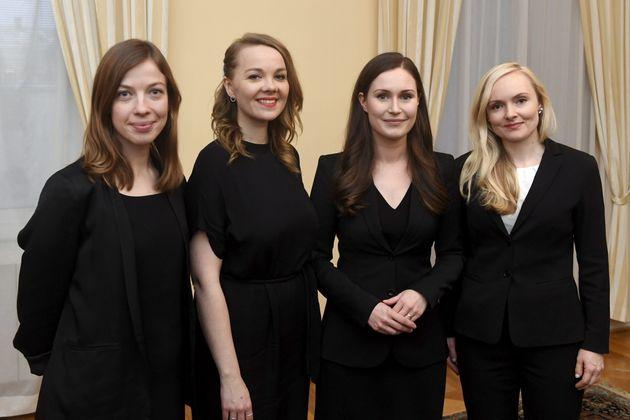 サンナ・マリン首相(右から2番目)と女性の閣僚たち