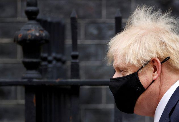 Il primo ministro del Regno Unito Boris Johnson ha lasciato Downing Street a Londra il 7 ottobre 2021.  REUTERS / Giovanni ...