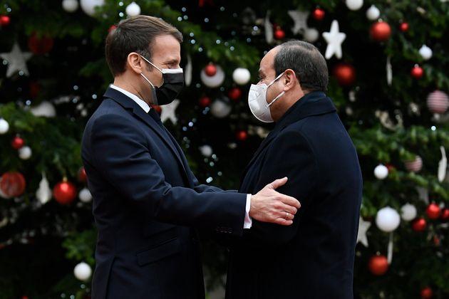 Le président français Emmanuel Macron accueille son homologue égyptien Abdel Fattah al-Sisi à l'Elysée...