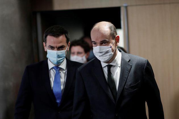 Le Premier ministre Jean Castex et le ministre de la Santé, Olivier Véran, lors d'une conférence de presse...