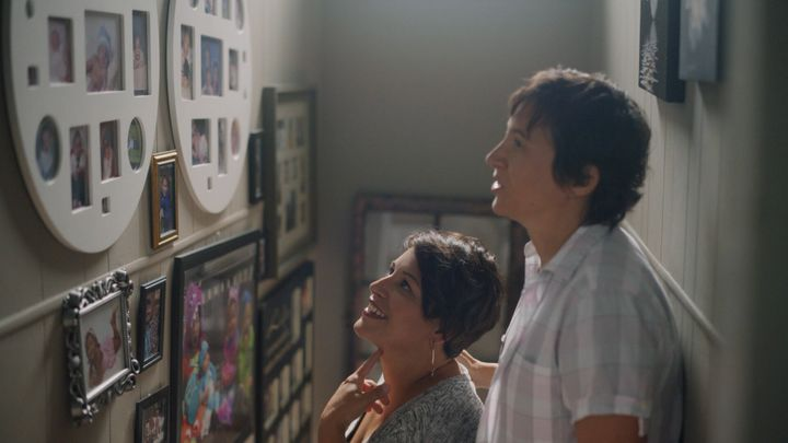 <strong>Ashley and Ellie look at pictures of their family.</strong><br />(Photograph: Courtesy of Pantene)