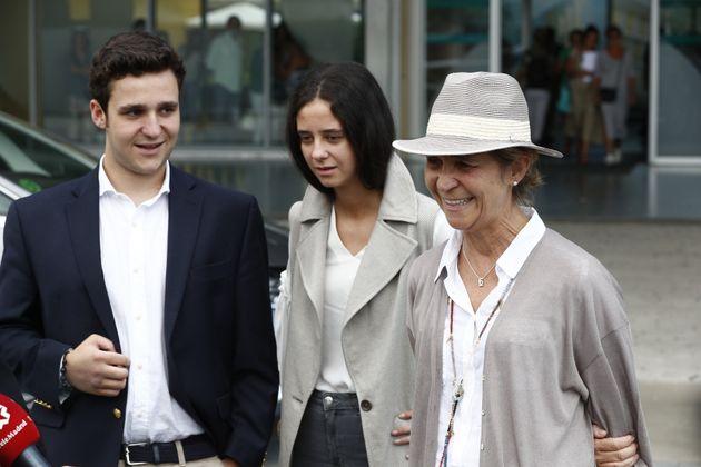 La infanta Elena con sus hijos Froilán y Victoria Federica en Pozuelo de Alarcón