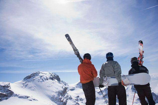 Vanno a sciare all'Abetone con gli impianti chiusi: multa da 400 euro per 10