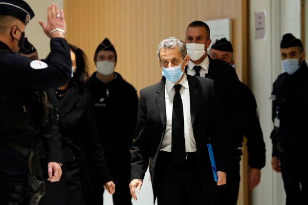 Quatre ans de prison dont deux ferme ont été requis contre Nicolas Sarkozy dans le procès...