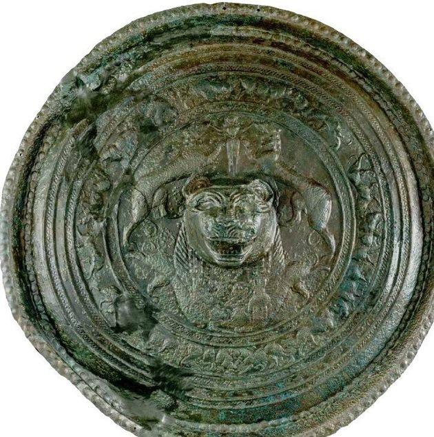 Χάλκινη «ασπίδα» με προτομή λέοντος. 9ος/8os αι. π.Χ. (820/800-730